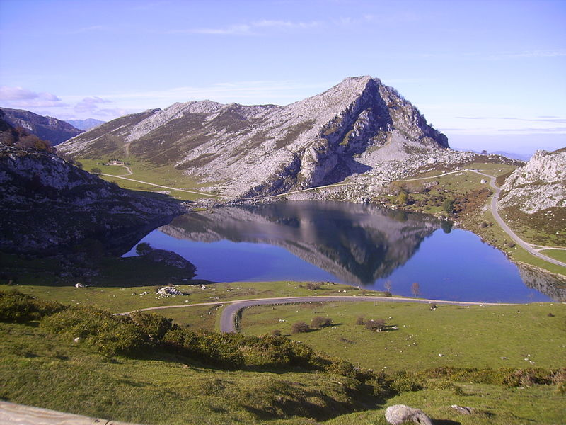 Los Lagos, Image courtesy of Wikipedia